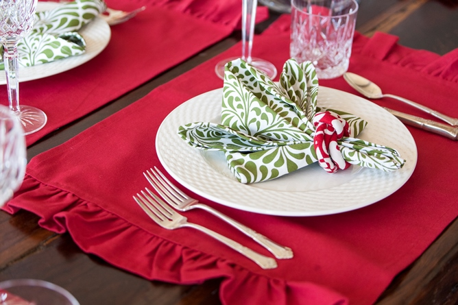 Red cotton ruffle placemat green and white cotton dinner napkin