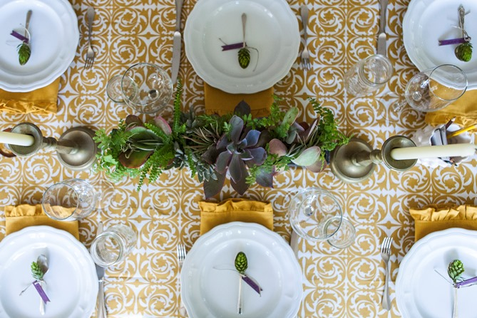 Gold tablecloth placecard thanksgiving