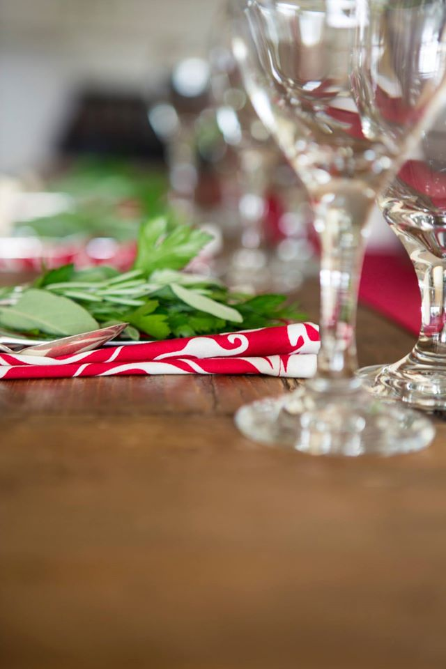 Holiday Tablesetting.jpg