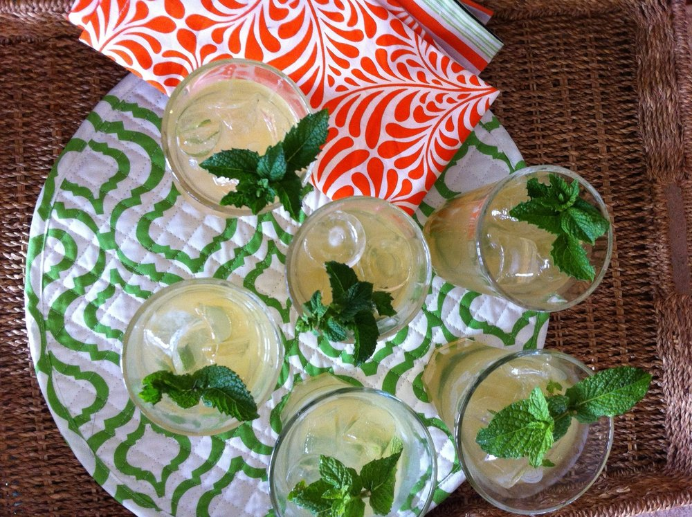 lemon-bourbon-mint-cocktail-for-mother's-day
