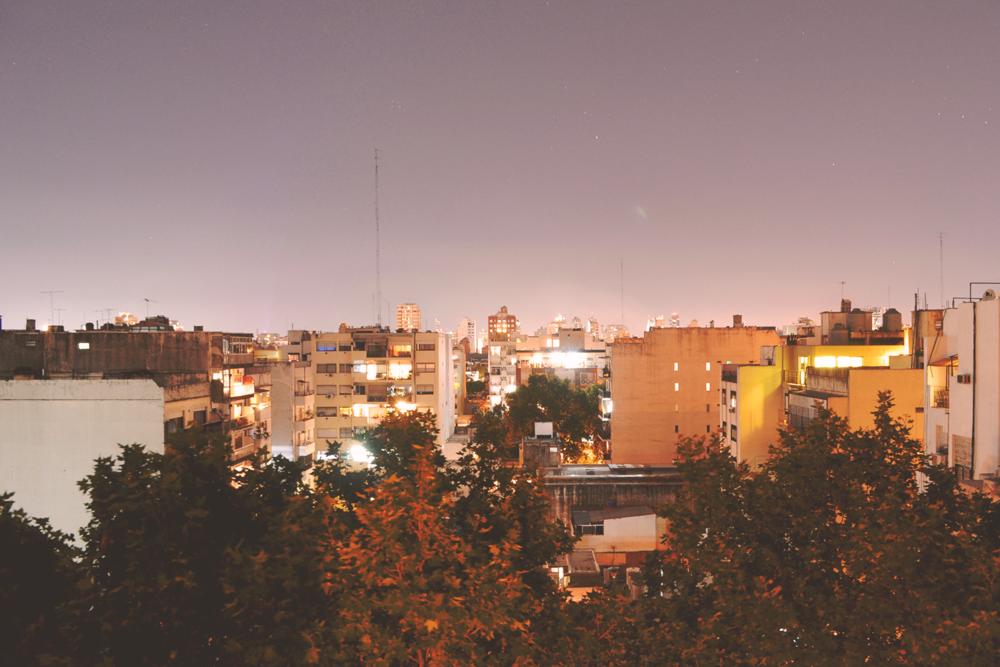 23:00 - Villa Crespo, distrito vecino de Palermo.