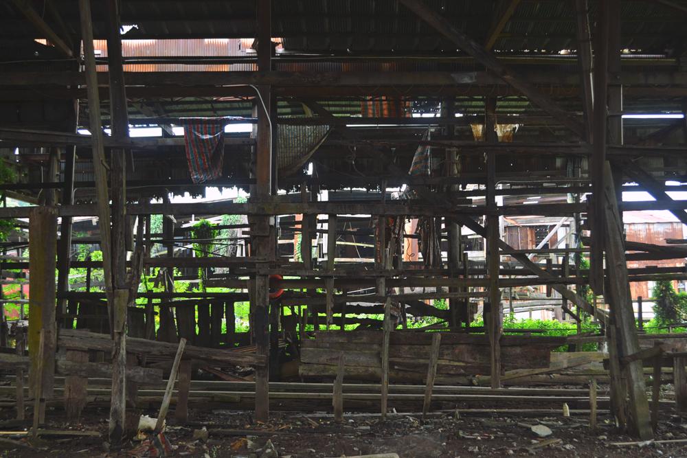 Fábrica de barcos abandonada.