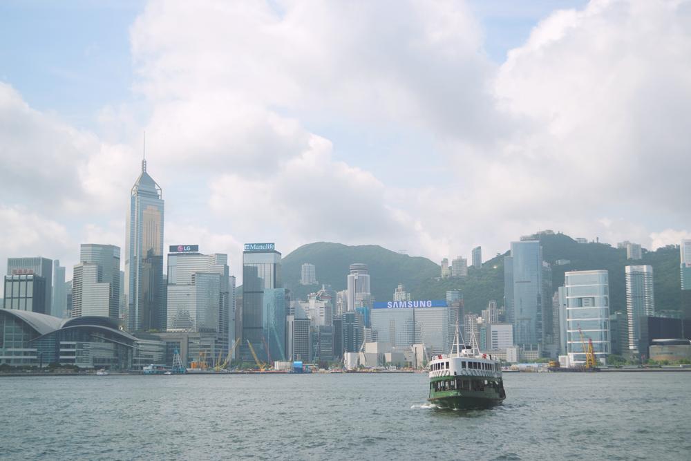 Cruzar desde Tsim Sha Tsui a Hong Kong Island sale HK$2.00 - HK$2.50.