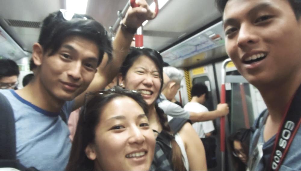Sino también tienes el MTR que es super eficiente, limpio, fresco y con mucha gente.
