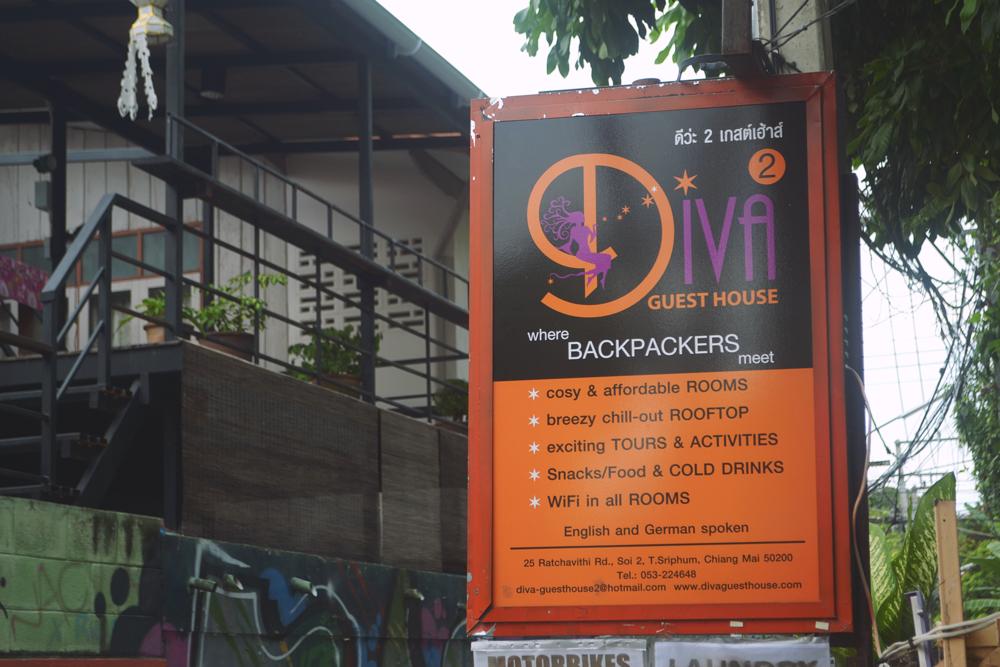 Pueden alquilar directamente una moto desde el hostel, muy confiable.