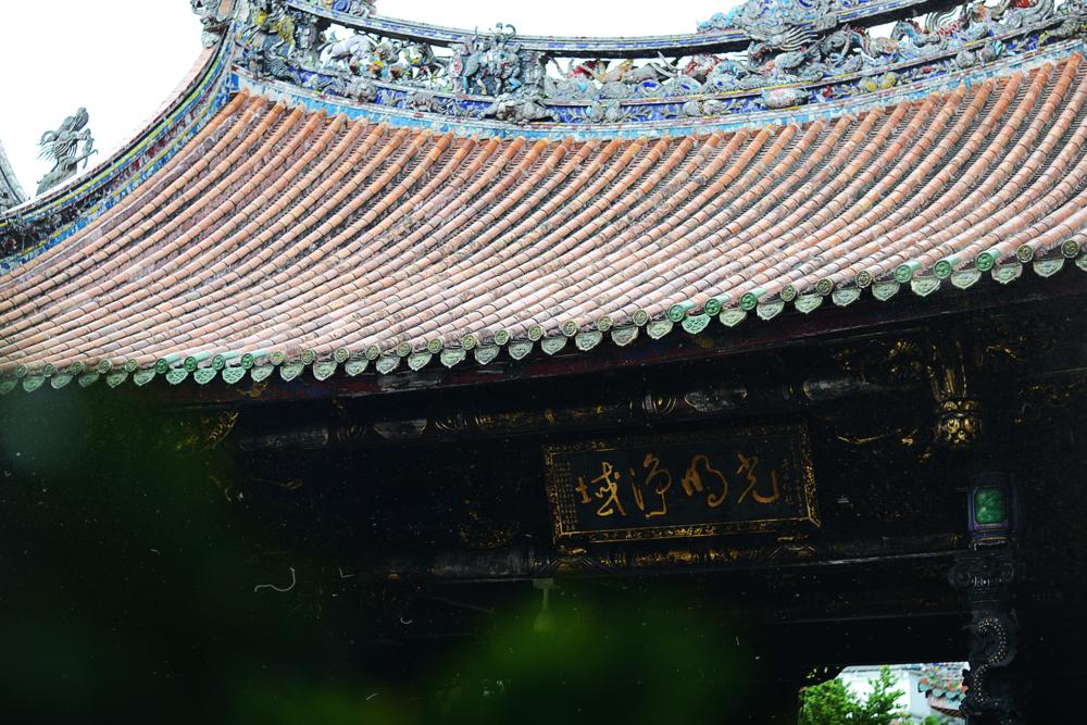 El Templo Longshan, ubicado a la salida de la estación de MRT con el mismo nombre.