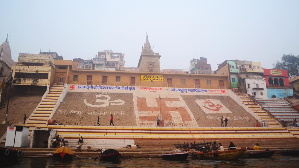 Los Ghats son como escaleras que dan hacia el río Ganges.