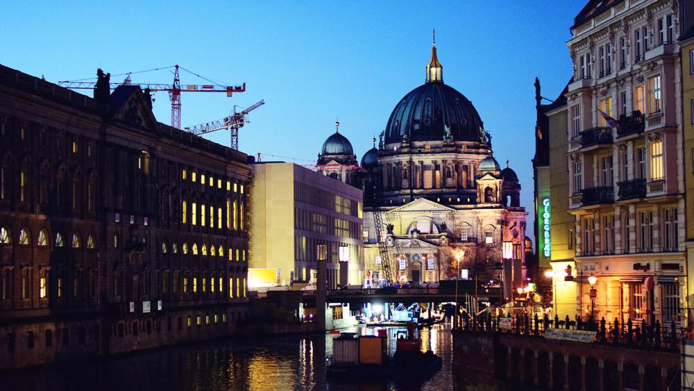 Catedral de Berlín sobre el Río Spree.