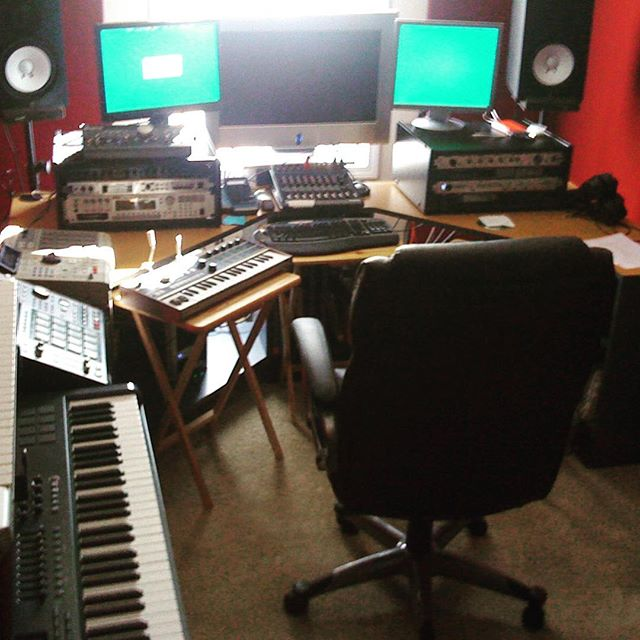 my #first #studioflow in #Atlanta - Learned how to be a #professional / with #yamaha #roland #fantom #korg #triton #akai #mpc 2000xl and mpc2500 #ssl #protools #nuendo #steinberg #mackie #maudio #focusrite I was still on #Windows no #logicpro yet. #studiolife #recording #skill #ambition
