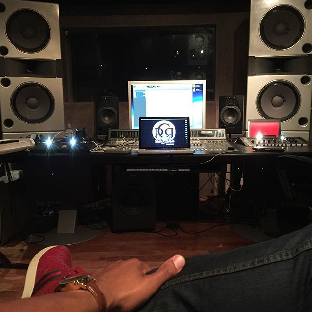 #music is the #fabric of #studiolife & #sound is the #transient of #studioflow in #losangeles - #protools #logicprox #akai #nativeinstruments #lvlupLA #musicevolved #gucci #adamaudio #apogee #apple