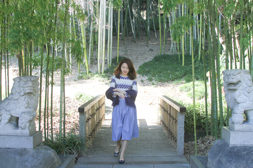 junelemongirl, botanic garden, spring outfit, street style, spring style, embroidered top, blue skirt, pleated skirt, wool skirt, midi skirt, street fashion, fashion blogger, new york fashion blogger, LA blogger, buckle flats, blue tote, saint laurent tote, sac de jour tote, prada flats, bamboo forest, lion sculpture, girl