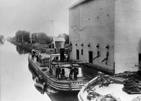 I & M Canal Barge, ca. 1870 Courtesy of John Lamb: Lewis University
