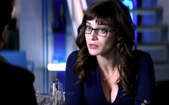 Lizzie Caplan as Agent Lacey