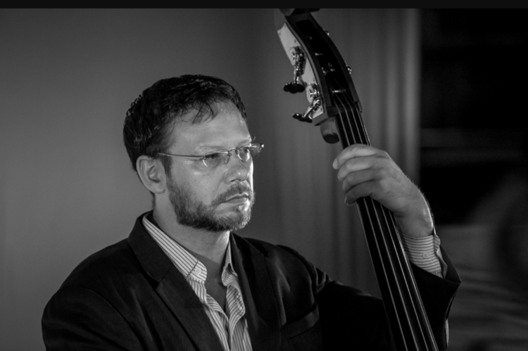 Elias Bailey on bass