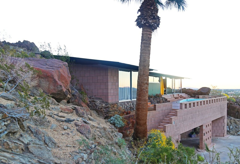 Frey House II, built in and around the natural environment of the San Jacinto Mountain foothills