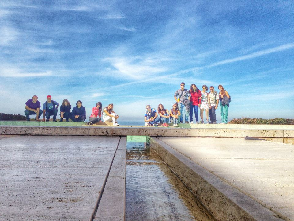 Estudiantes de AFS Global Prep visitando el famoso Instituto Salk de Estudios Biológicos