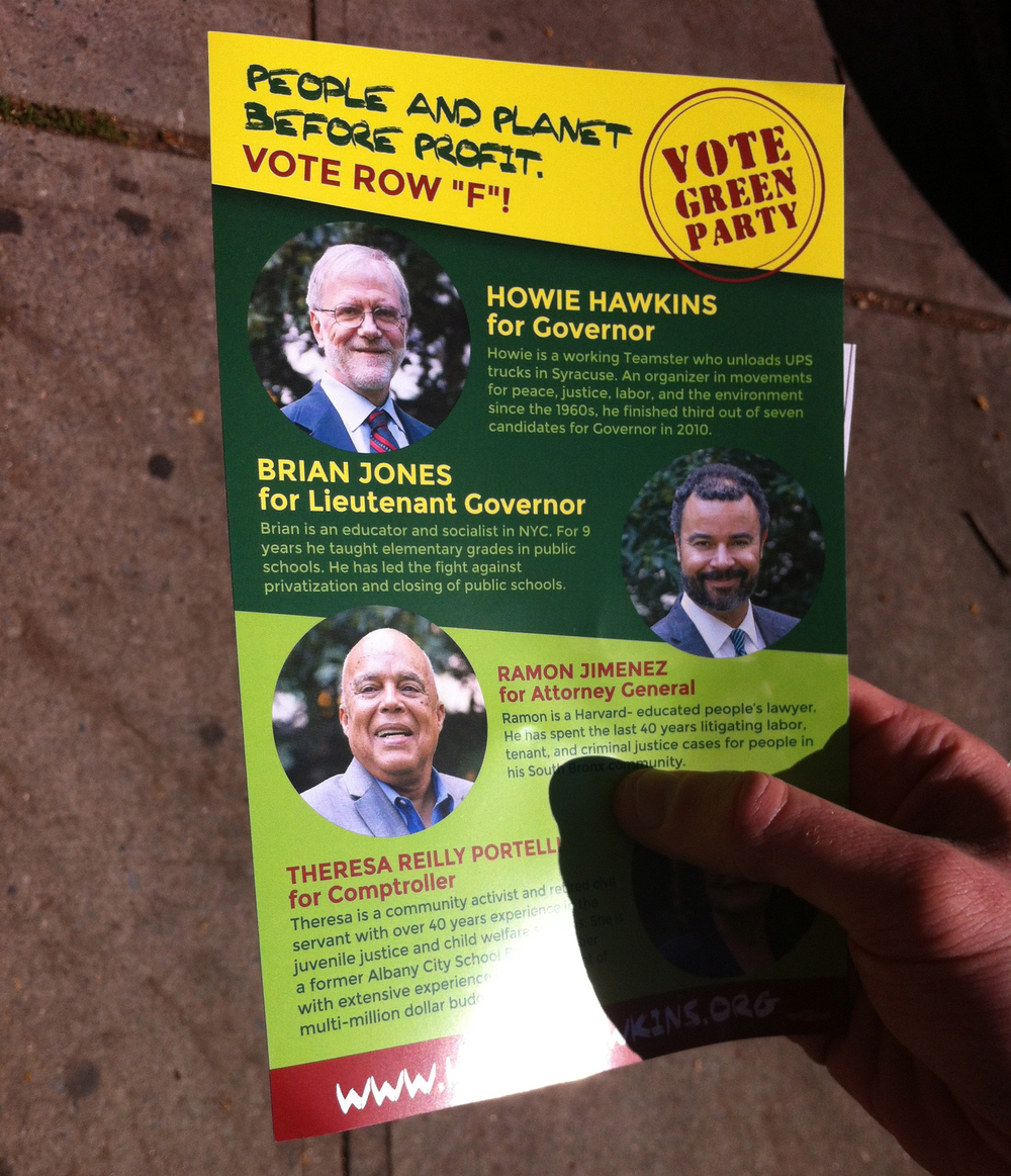 Volunteers for Howie Hawkins' gubernatorial campaign distributed flyers at the Jackson Heights farmers' market on Sunday.  Source :  Louis Flores