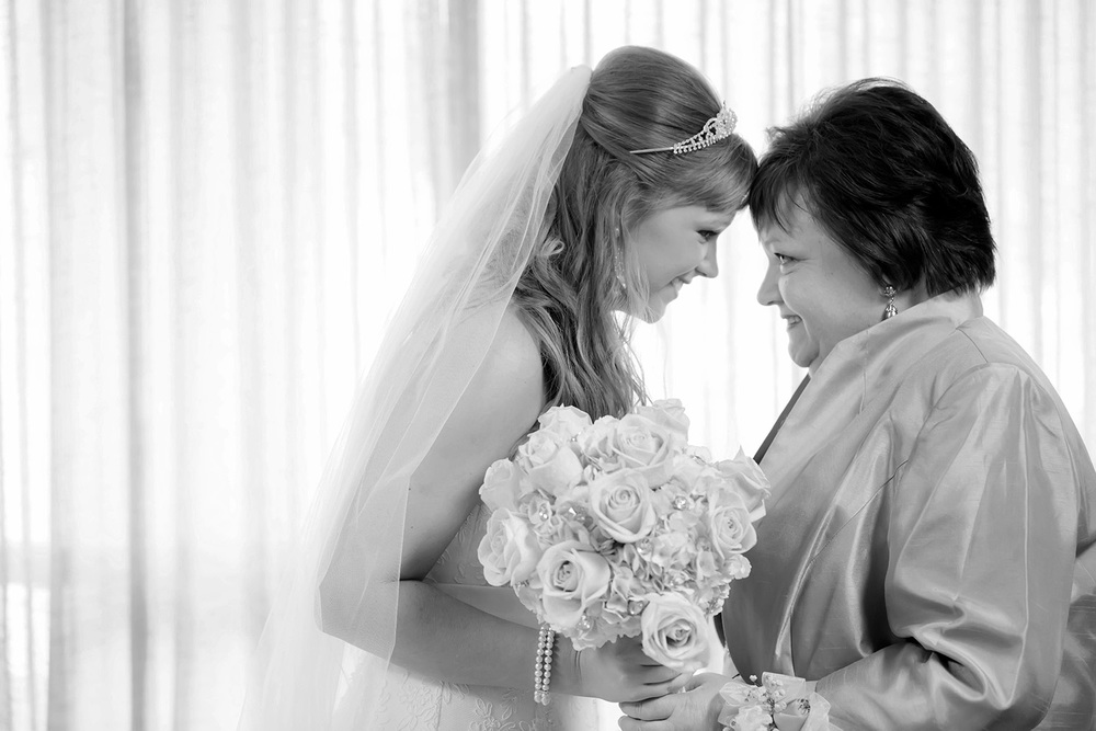 "Hannah and her mom moment before she says ""I do"""