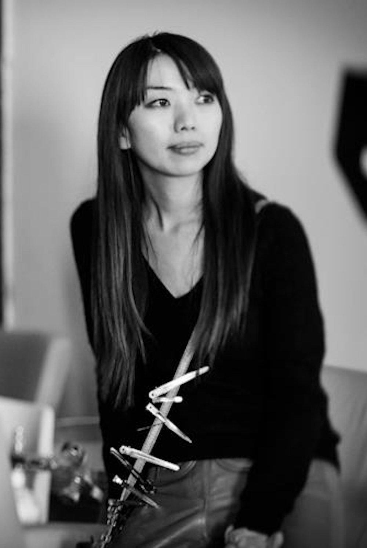 YUMIKO - – Paris / Tokyo –À travers une personnalité douce et délicate, Yumiko maîtrise toutes les techniques de la coiffure.Inspirée par la calligraphie et le cinéma japonais, Yumiko répond àl'exigence créative et esthétique des créateurs de mode.Elle sera à votre écoute et son inventivité vous sublimera lors de votre mariage ou autres évènements./With her soft and delicate demeanor, Yumiko is a master of all kind of hair techniques.Inspired by calligraphy and Japanese cinema, Yumiko is accustomed to the creative and aesthetic requirement of fashion designers. Her goodlistening skills and inventiveness will ensure that your wedding day or important event is a sublime experience.