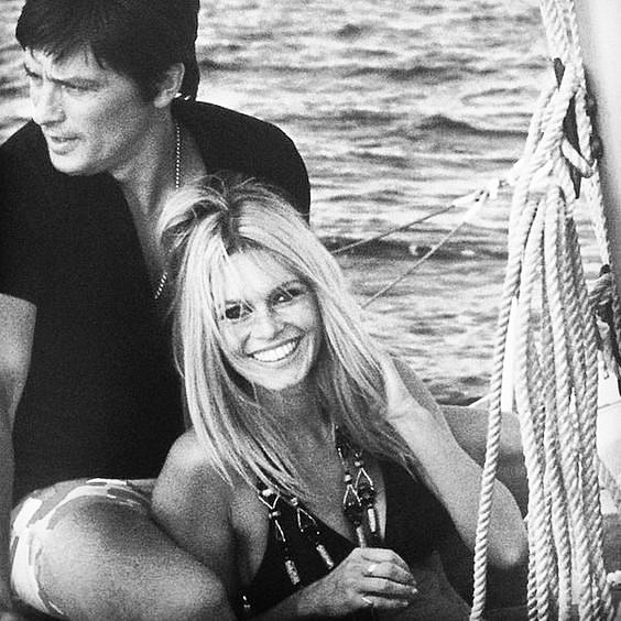 ICONIC ARCHIVE // It's sunny days!!!!! Have a good week-end!!!! . . . #brigittebardot #bardot #annee70 #70s #look #summertime #sainttropez #iconic #iconiccouple #archive #blackandwhite #love #livelittlethings #liveauthentic #smp #frenchriviera #frenchgirl #frenchlife #chilling #hollidays #weekend #sun #sunnyday #france #travel #stars #fun #joy #goodtime