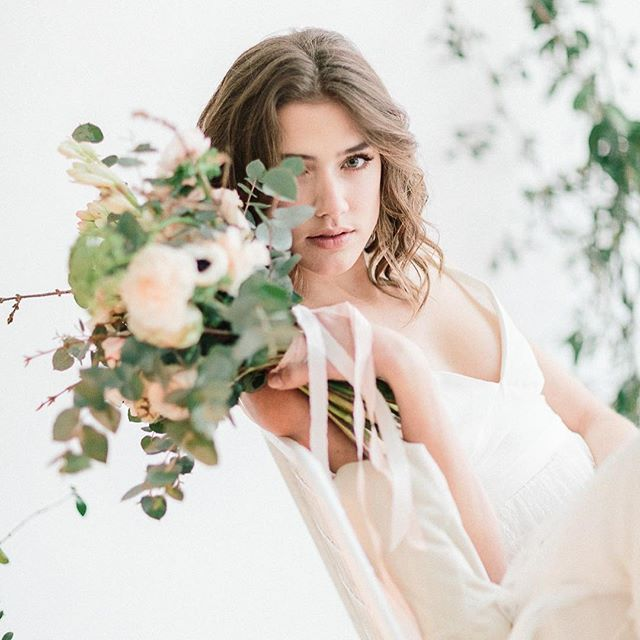 Our last wedding styling photo shoot . . . Floral Designer : Melanie from @studiohlala | Photography : Julien Bonjour #vegetal #weddingflowers #weddingsetup #weddingfloraldesigner #bridalbouquet #bride #flower #flowers #livethelittlethings #greenweddingshoes #smp #smpshareyourstory #weddingchicks #junebugweddings #lookslikeafilm #communityovercompetition #sisterphotogs #oregonbride #freepeople #theknot #thatsdarling #liveauthentic #heyheyhellomay  #passionpassport #exploretocreate #intimicypicture #ช่างภาพ #ช่างภาพงานแต่งงาน #ความรักl #свадебныйфотограф