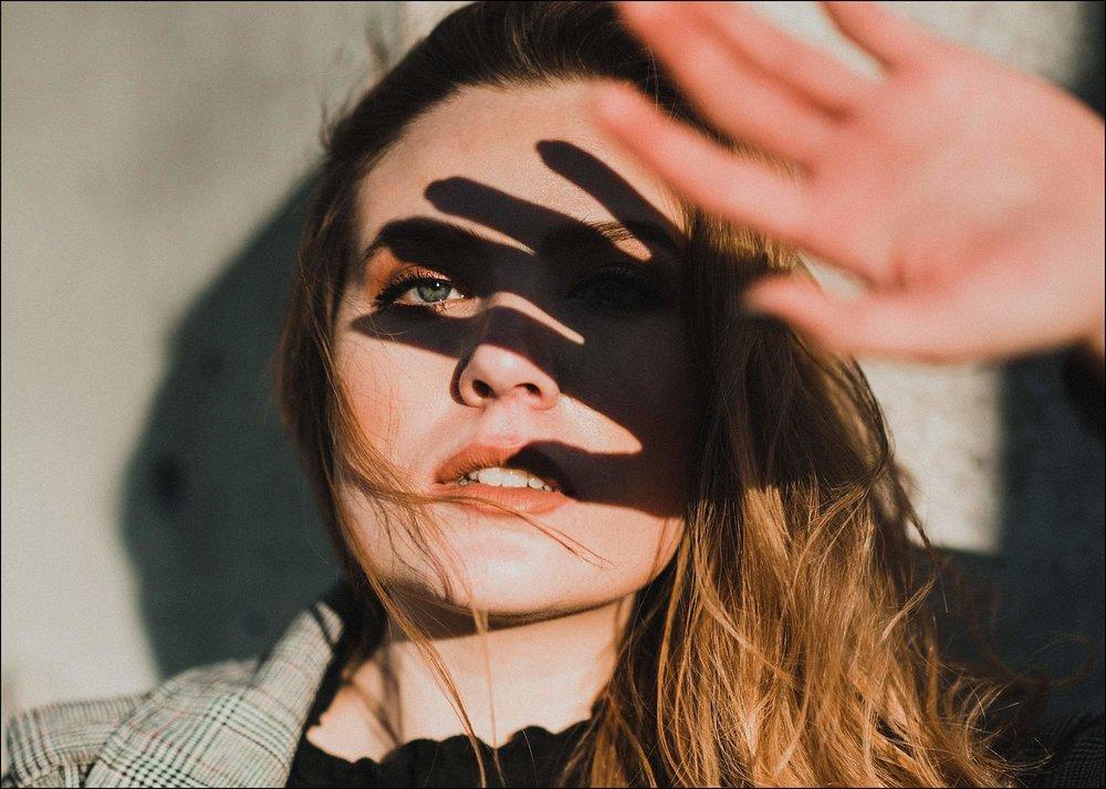 Creative portrait-shadow-play