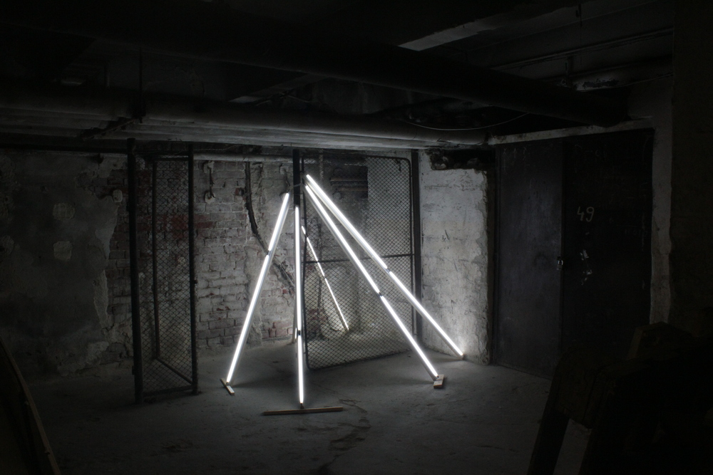 A SUPPORT PROJECT (2010) neon tubes, wood. 200X200X200 cm, variable