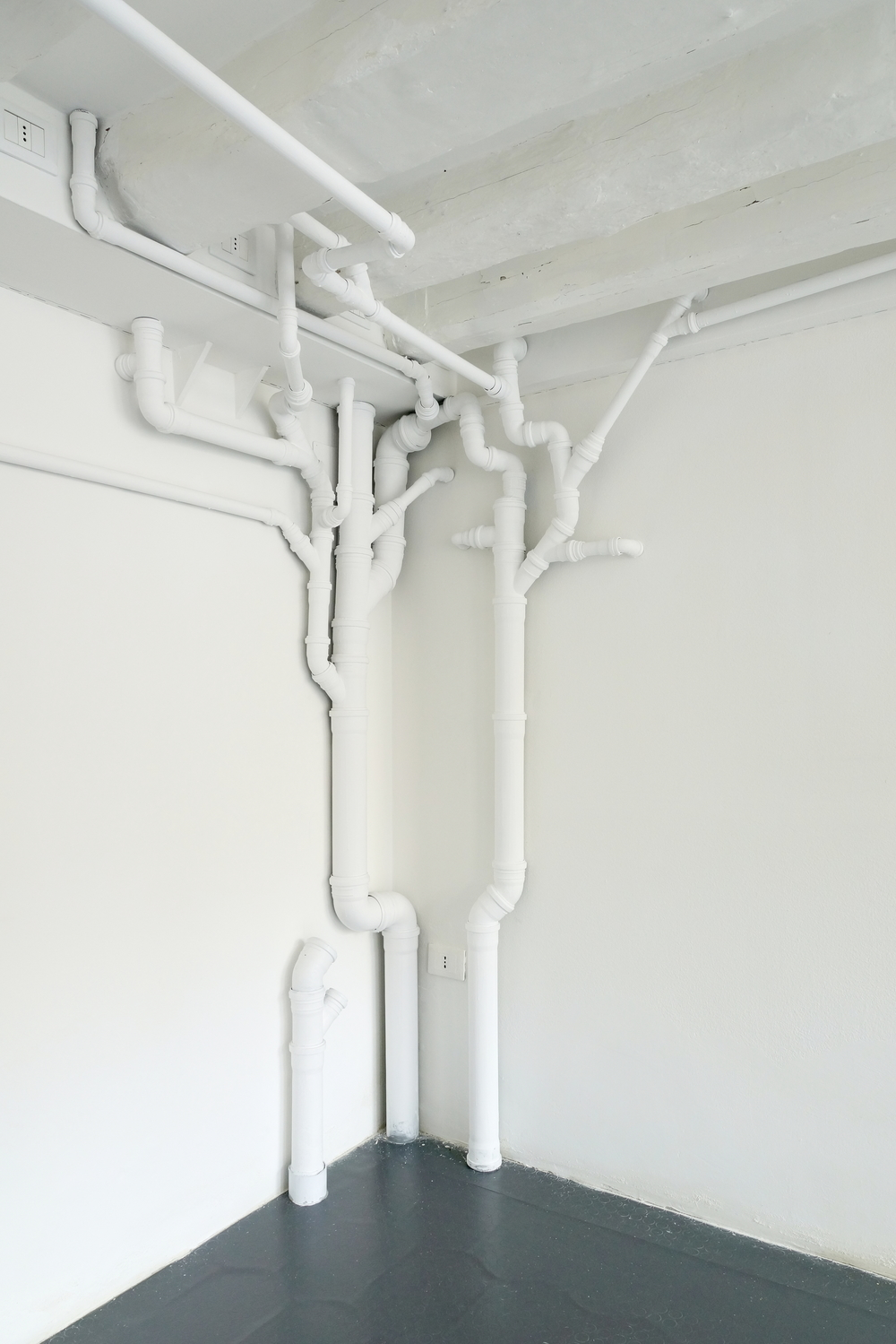 SANITARY INSTALLATION (2013) PVC pipe and connections, paint. 300X400X220 cm variable