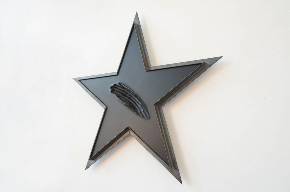 superstar (2015-2016) iron, resin, wood, 100 (h) x105x7 cm
