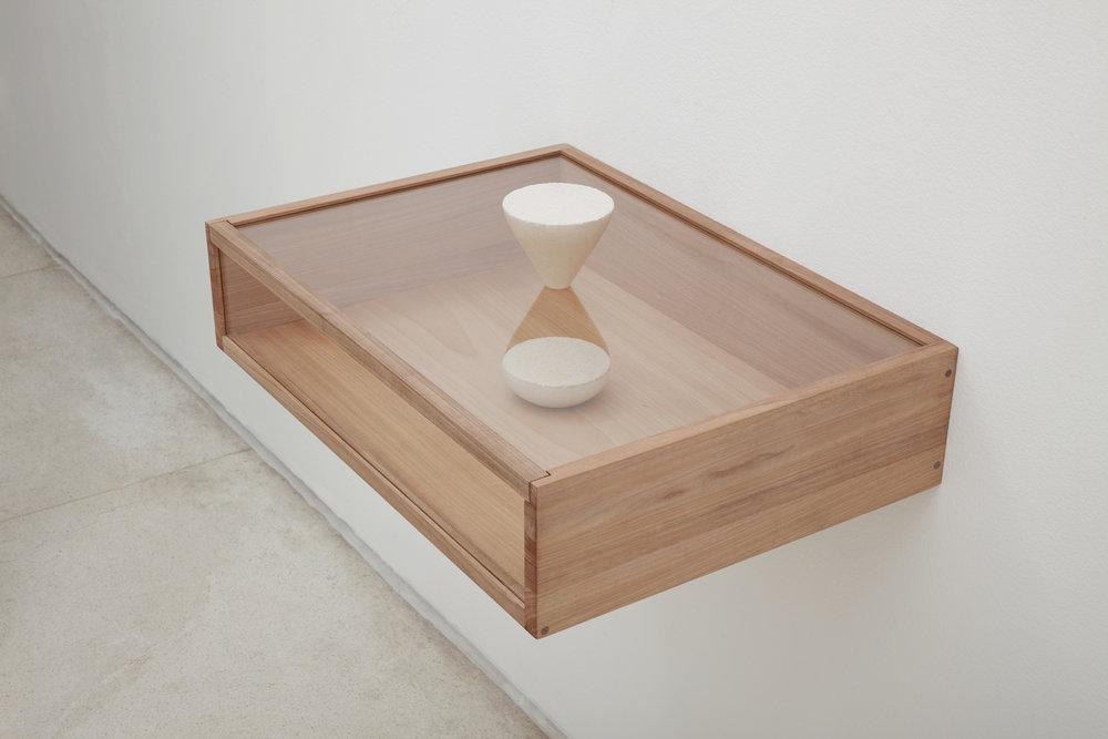 TEMPO PARTIDO/ BROKEN TIME (2014) arenite, wood and glass, 23 x 65 x 45 cm