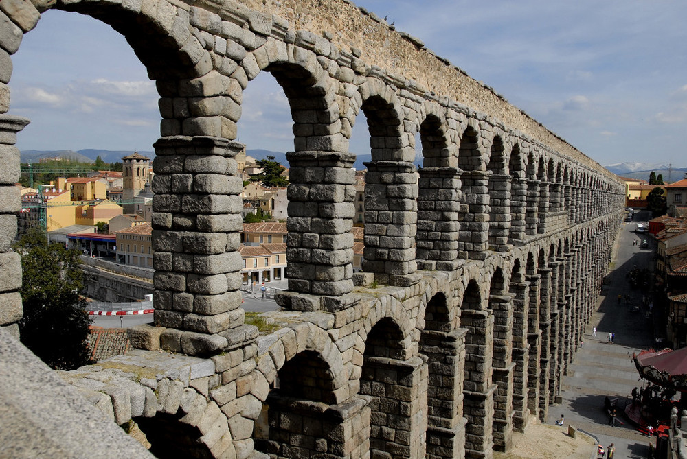SEGOVIA AQUADUCT  ( PHOTO BY CBARBI )