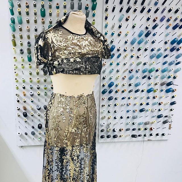 Give em the old razzle dazzle! 😍 @naeemkhannyc . . . #womenswear #fashionista #alterationspecialist #londontailor #razzledazzle #glamorour #luxury #couture #fashionstudio #alterationisthenewbespoke #londonfittingrooms #teamlfr