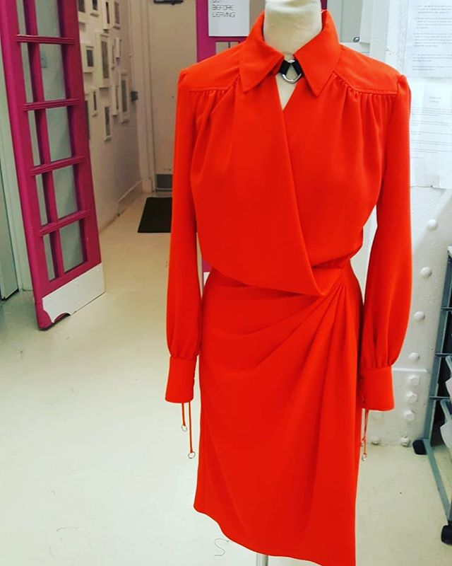 Why fit in when you can stand out? @altuzarra . . . #boldcolour #rouge #standout #womenswear #fashionstudio #alterationspecialist #londontailor #alterationisthenewbespoke #fridayfeeling #reclaimyourwardrobe #teamlfr #londonfittingrooms