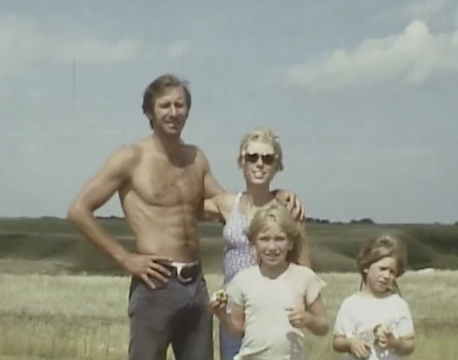 E arly '70's hippie family