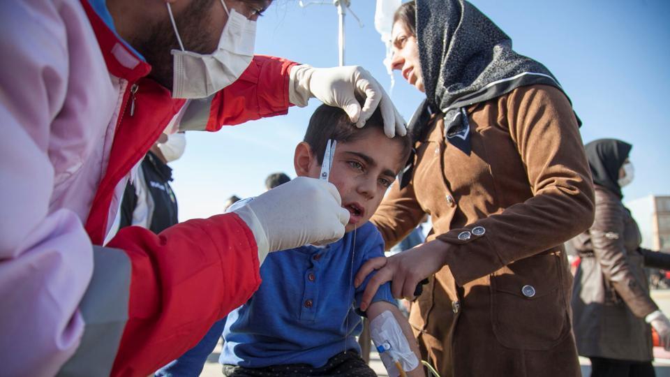 earthquake-wounded-county-sarpol-treated-following-kermanshah_48c1cd74-c852-11e7-855e-d08d9ee048bd.jpg