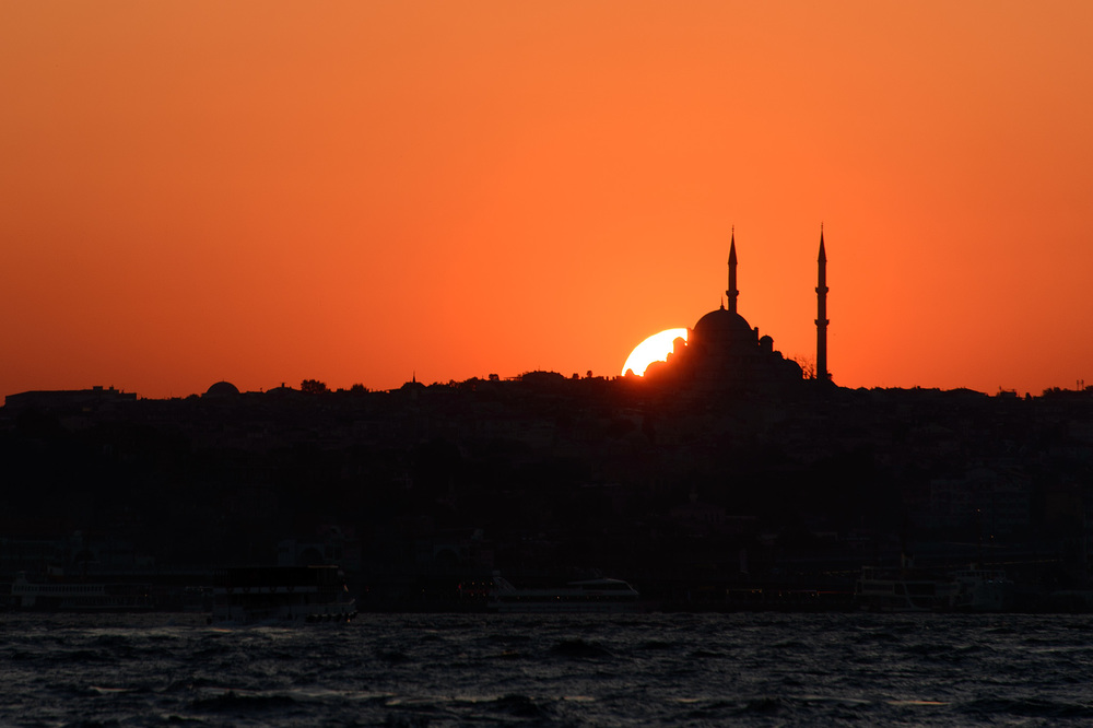 Sun sets on the Suleymaniye Mosque