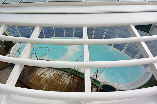 The cantilevered hot tubs on port and starboard