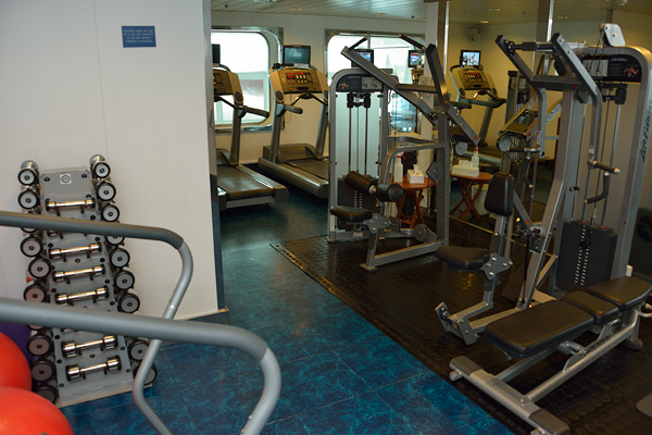 A very small fitness room adjacent to the spa