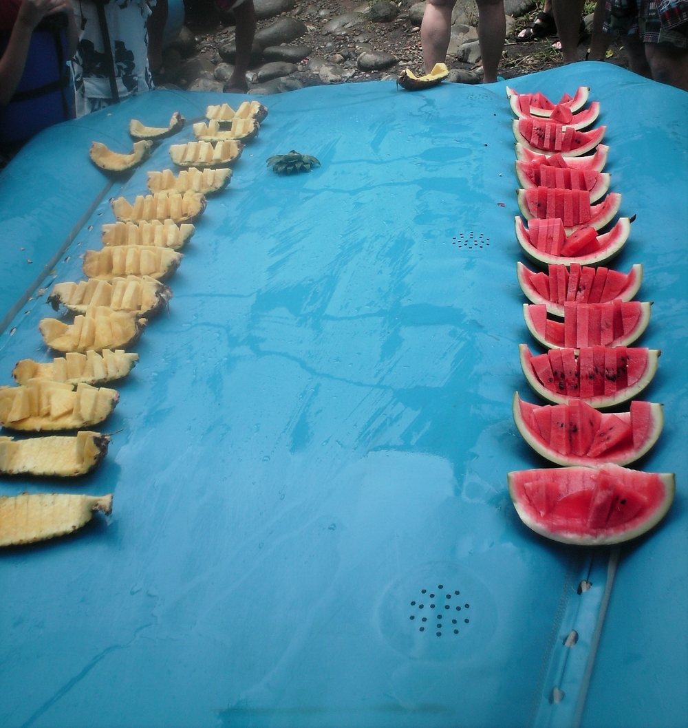 Once snack time arrived, the guides flipped a raft over, and used a machete to slice fresh fruit they carried along with them.