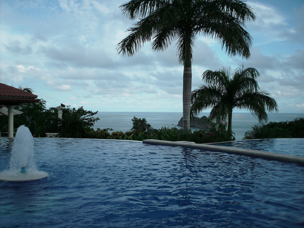 Pool area overlooking the Pacific ocean at the Hotel Parador in Punta Quepos
