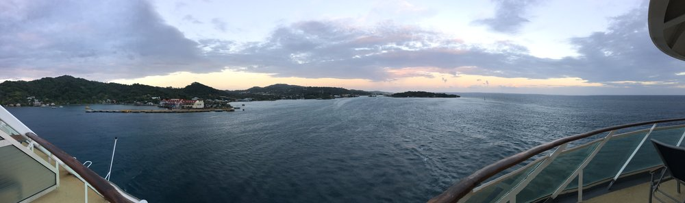 Panorama of Rhapsody of the Seas leaving Roatan