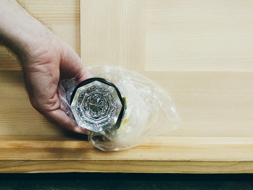 crystal knob for the interior door (doesn't it just make you swoon?!?!)