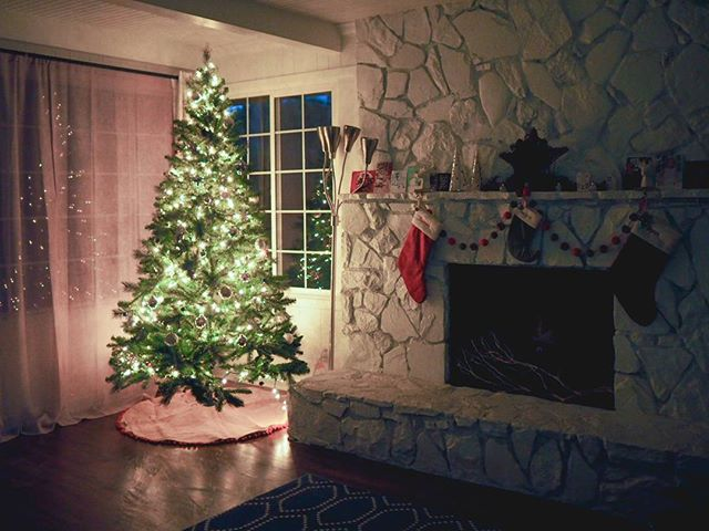the empty living is decorated for christmas! this 7.5' tree from target fit perfectly. 🎄💚 #thehousethatwaited #christmasdecorations #itsbeginningtolookalotlikechristmas