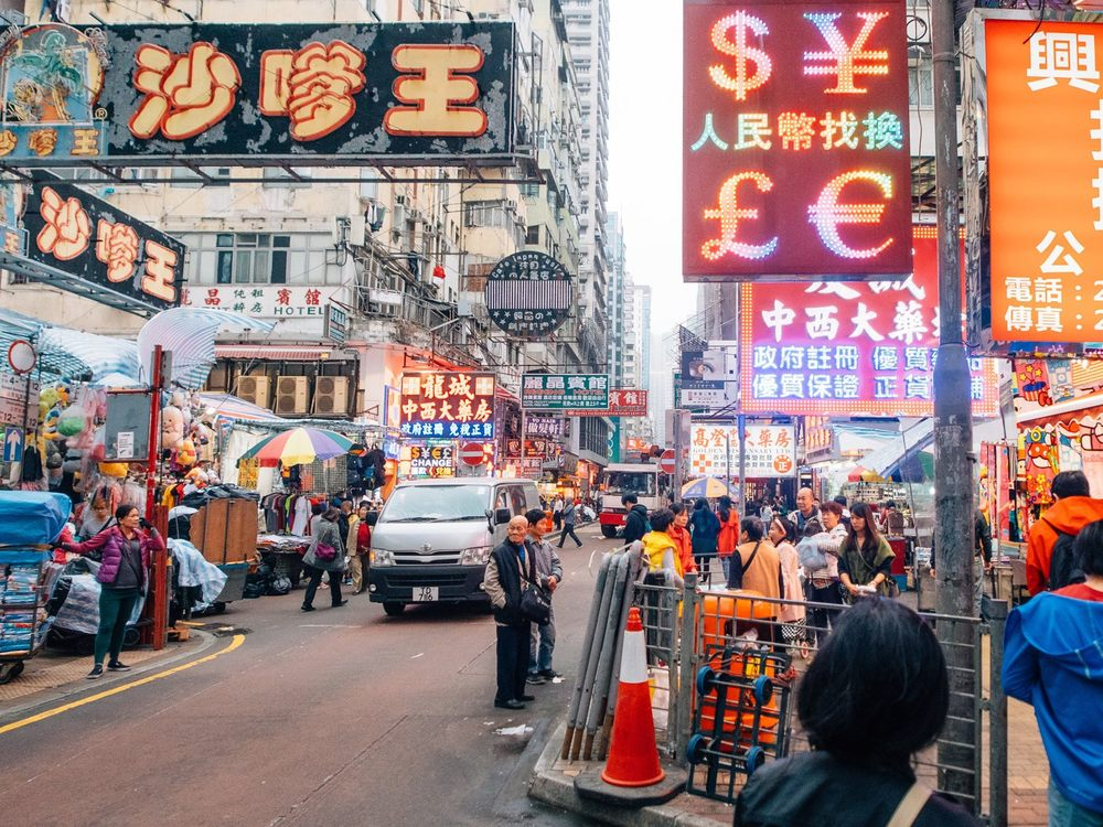What surprised me the most the first day were all the neon signs in small streets... in some areas, you couldn't even see the sky because of the concentration of signs.