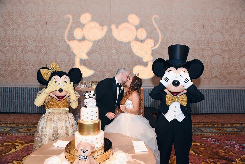 disney wedding risa xu mickey minnie cake cutting gold