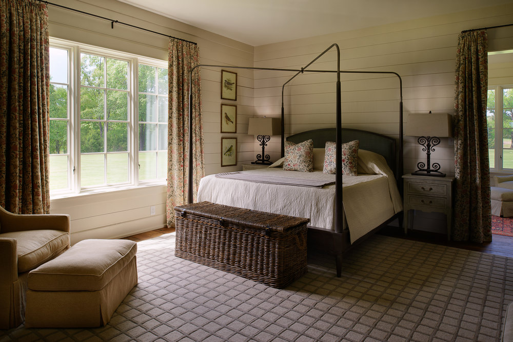 800-lake-hardeman-master-bedroom.jpg