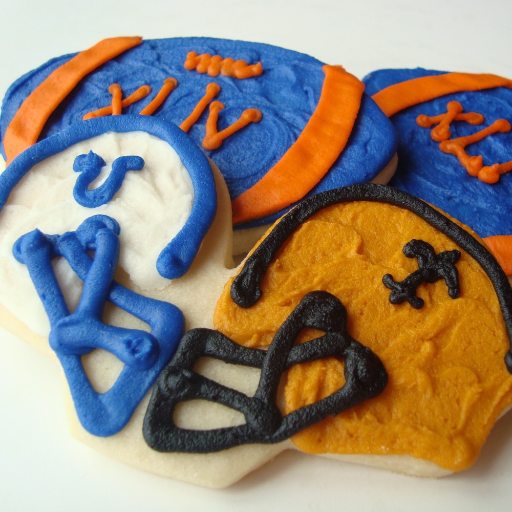 cookie.sports.football.dueling.helmets.jpg