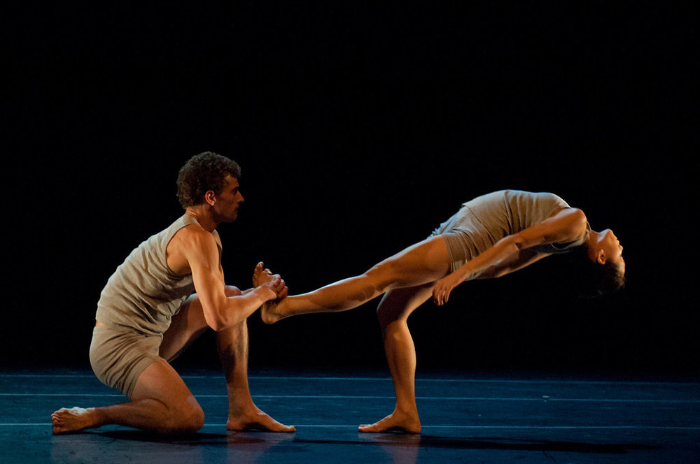 Lahna Vanderbush and Kendall Teague of Ballet San Jose in Ohad Naharin's  Minus 16 . photo: Natalia Perez