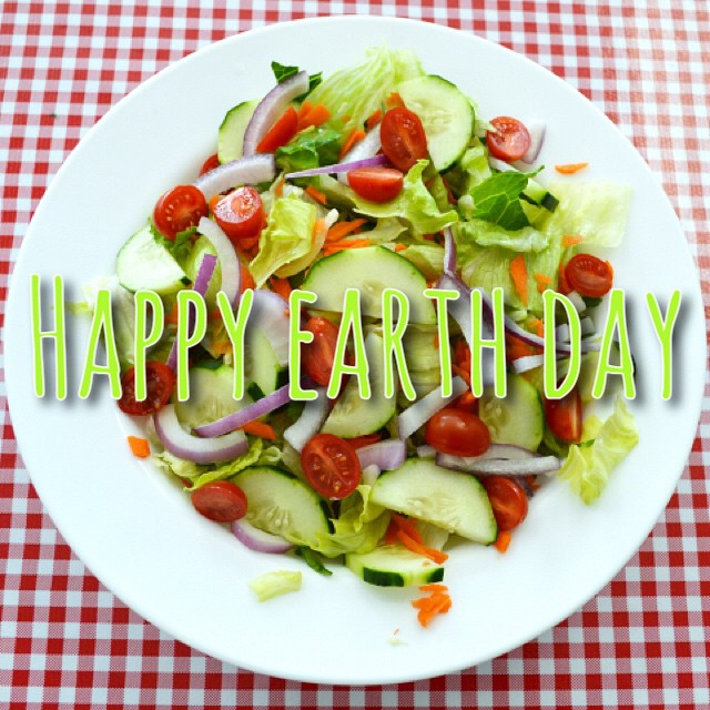 What better way to participate in ‪#EarthDay‬ than to have a garden salad! Dine In | Delivery | Take Out 714-526-6267 www.combospizza.com ‪#gardensalad‬ ‪#freshgreens‬ ‪#fullerton‬ ‪#combospizza‬ ‪#eatatcombos‬ #bestpizzas