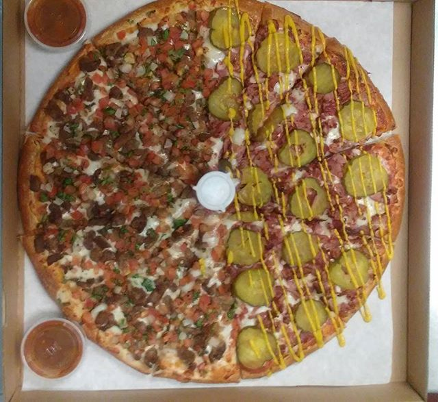 The best of both worlds! Carne asada/pastrami #CombosPizza #pizza #good